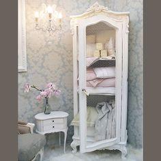 perhaps do something recessed & ornate like this between toilet & door