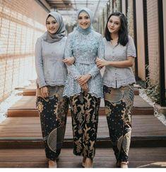 2,445 Suka, 15 Komentar - Inspirasi Kebaya dan Gaun (@inspirasi_kebaya) di Instagram Kebaya Hijab, Kebaya Muslim, Kebaya Wedding, Model Kebaya, Ootd Hijab, Dress Party, Fashion Ideas, Kimono Top