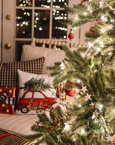 Christmas Aesthetic Cozy Lights Disney Vintage Christmas Wallpaper Ideas Looking for inspiration and a great mood with Christmas aesthetic ideas Save my collection of. Christmas Feeling, Christmas Night, Noel Christmas, Merry Little Christmas, Country Christmas, Vintage Christmas, Funny Christmas, Christmas Tumblr, Christmas Gifts