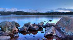 Cairngorms. Reino Unido es un país de contrastes: Lugares históricos, ciudades multiculturales, naturaleza indómita…Una de esas maravillas escondidas son sus Parques Nacionales, que protegen los diferentes ecosistemas (páramos, bosques, montañas y humedales) para que puedan ser disfrutados por sus visitantes sin perjudicar el medio ambiente. http://blogginginthewind.com/parques-nacionales-de-reino-unido/