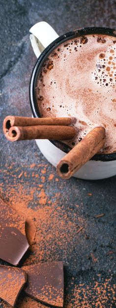 Mexican hot chocolate recipe | the best spicy Mexican hot chocolate that can be made in a crockpot | Easy recipe with cocoa powder and spices like cinnamon and cayenne pepper! #hotchocolate #MexicanHotChocolate #HotCocoa #crockpot