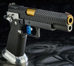INFINITY .40S&W CUSTOM WITH DIAMOND SERRATIONS