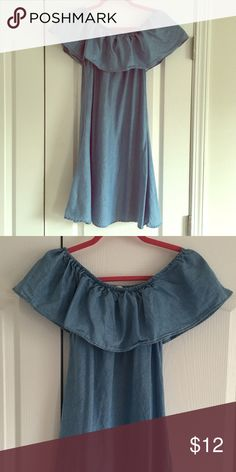 Chambray dress Adorable chambray dress. Can be worn off the shoulders! Very flowy skirt. Charlotte Russe Dresses Strapless