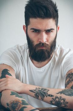 Chris John millington oh yeeeeeaaaaaahhhhhh i luv this guy n dat beard is so fuckin awesome. Perfect style to use the LumberWolf kkk Sexy Beard, Beard Love, Perfect Beard, Man Beard, Full Beard, Beard Styles For Men, Hair And Beard Styles, Chris Millington, Bart Tattoo