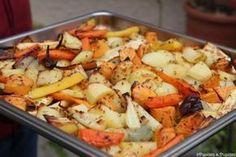 Légumes d'automne rôtis au four Oven Roasted Fall Vegetables Vegetable Salad, Vegetable Side Dishes, Vegetable Recipes, Vegetarian Recipes, Healthy Recipes, Healthy Food, Roasted Fall Vegetables, Clean Eating, Side Recipes