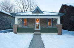 Ontario heritage house with an eco-retrofit (From Amy Buxton) Passive House Design, Passive Solar Homes, Green House Design, Old Cottage, Solar House, Craftsman Bungalows, Screen Design, Exterior Doors, Modern Architecture