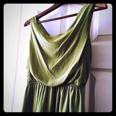 Gorgeous Green Hi/Low Dress I'm selling this beautiful hi/low dress! It's is a stunning shade of green that I think is the perfect shade for Spring! It has only be worn once! Excellent condition! Dresses High Low