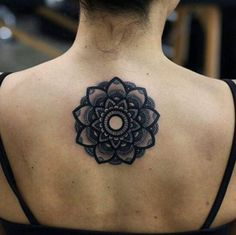 Blackwork mandala back piece by Kristi Walls Girly Tattoos, Forearm Tattoos, Finger Tattoos, Tattoos For Guys, Cool Tattoos, Mandalas Painting, Mandalas Drawing, Blackwork, Design Tattoo