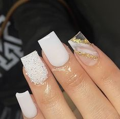 Acrylic Nails Coffin Pink, Short Square Acrylic Nails, Gold Nails, Graduation Nails, Acylic Nails, Nails Design With Rhinestones, Exotic Nails, Fire Nails, Luxury Nails
