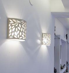 מנורת קיר מעוגלת תחרה מלאה | מנורמיקה-אריחימצוירים | מרמלדה מרקט Ceramic Lamps, Ceramic Pottery, Pasta Piedra, Wall Lights, Ceiling Lights, Henry Moore, Interior Designing, Wooden Art, Art Education