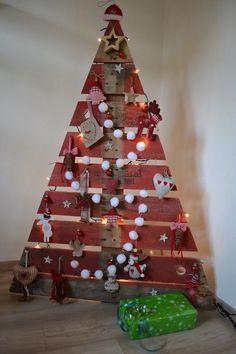 roter weihnachtsbaum aus paletten ideen aus paletten