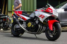 First generation Yamaha with tasteful and effective upgrades. Pipe is a work of art. Yamaha Cafe Racer, Motos Yamaha, Yamaha Fz, Yamaha Motorcycles, Vintage Motorcycles, Retro Motorcycle, Japanese Motorcycle, Motorcycle Design, Yamaha Tw 125