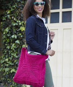 Chic Carry-all Bag By Drew Emborsky Free crochet pattern! Crochet Cable, All Free Crochet, Crochet Cross, Knit Or Crochet, Easy Crochet, Crochet Designs, Crochet Patterns, Carry All Bag, Crochet Purses