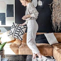 Vandaag een foto van @chiela.nl Zij heeft een tijdje geleden een fotoshoot gemaakt van ons huis en tevens gave foto's van haar zelf gemaakt voor haar personal branding Personal Branding, Suits, Instagram, Fashion, Moda, Fashion Styles, Suit, Wedding Suits, Fashion Illustrations