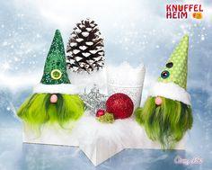 Wichtel in Grün mit Tannenzapfen, Weihnachtsdeko, Weihnachtsgesteck, Christmas Ornaments, Holiday Decor, Home Decor, Pine Cones, Handarbeit, Christmas, Crafting, Ideas, Decoration Home