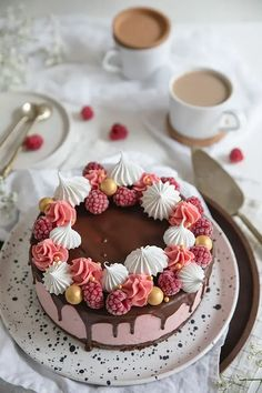 Vadelmakakku keksisydämellä - Leivontablogi Makeaa Funny Cake, Sweet And Salty, Something Sweet, Food Design, Cake Art, Yummy Cakes, Smoothie, Food Photography, Vegan Recipes