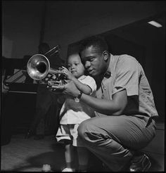 "That's the way to do it"" Jazz musician Donald Byrd showing the rope… Soul Jazz, Jazz Artists, Jazz Musicians, Francis Wolff, Musician Photography, Jazz Funk, Smooth Jazz, Miles Davis, Jazz Blues"