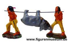 Indianergruppe:  Kunststoff Figuren der Firma Fischer KG um 1950 (*siehe auch Gruppe im Katalog aus Masse)