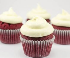 Texas Red Velvet mini Cupcakes with cream cheese frosting.mini chocolate chips sprinkled on top and a chocolate covered strawberry mmm! Baking Cupcakes, Yummy Cupcakes, Cupcake Recipes, Baking Recipes, Cupcake Cakes, Dessert Recipes, Baking Ideas, Mini Cupcakes, Dessert Ideas