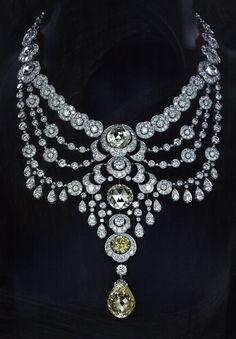 Gorgeous Cartier necklace.                                                                                                                                                     More