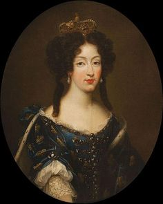 Marie Louise d'Orléans by Mignard wearing the Fleur-de-lis (showing her dignity as a Grand daughter of France) and the Spanish crown.  She was consort of Charles II of Spain. Daughter of Henrietta Stuart of Great Britain.