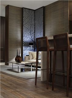 tremendous use of wall height- emphasized by the corner panels and the textured grasscloth walls.