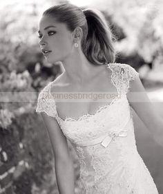 Krajkové svatební šaty detail