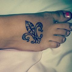 Fleur de lis tattoo done at Bodeans in somerset!