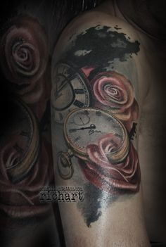 tatuaje relojes con rosas en consilium tattoo por richart moreno cover-up tarragona barcelona spain
