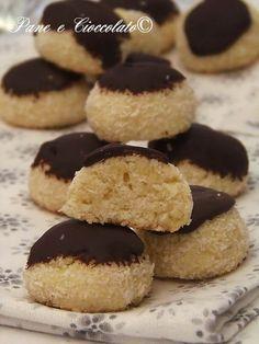 Biscotti al Cocco e Cioccolato Avete bisogno dell'idea giusto, me lo sento! Potrebbe essere questa: Biscotti al Cocco e Cioccolato molto facili
