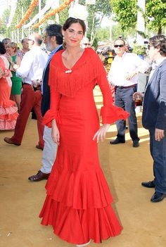 http://divinitystatic-a.akamaihd.net/famosos/famosos-ponen-flamencos-Real_MDSIMA20130417_0239_39.jpg