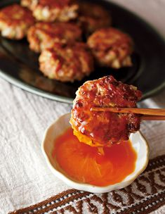 袋で混ぜて作る「ラクチンつくね」が絶品! Orange, Food And Drink, Ethnic Recipes, Foods, Kitchen, Life, Food Food, Food Items, Cooking