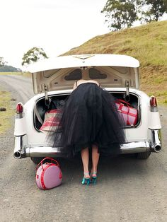 Love everything----the vintage car, pink luggage, and tulle dress! Image Via: Corrie Bond Look Retro, Style Retro, My Style, Fifties Style, Girl Style, Country Style, Rock N Rol, Rodney Smith, Pink Luggage