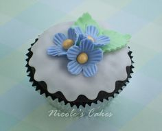 Confections, Cakes & Creations!: Fondant Covered Flower Cupcakes