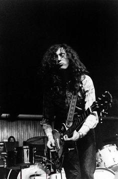"colecciones: ""Jimmy Page plays live along Led Zeppelin: K.B. Hallen, Copenhagen, DK. – Ferbrury 28, 1970. Photo by Jan Persson. """