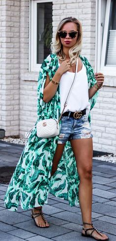 How to wear a kimono this summer: Combine it with denim shorts!