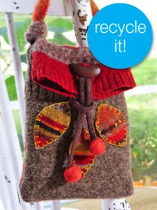 I fell in love with this free project from Crafts n' Things Magazine. It's not actually crochet as you make it with wool sweaters scrounged from the thrift store or your closet. Felt Purse, Diy Purse, Recycled Sweaters, Wool Sweaters, Recycled Clothing, Recycled Fashion, Sewing Crafts, Sewing Projects, Wool Felt