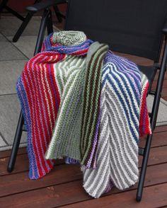 Fargerikt teppe i ull. Ruler, Pillows, Crochet, Blankets, Ganchillo, Blanket, Cushions, Pillow Forms, Crocheting