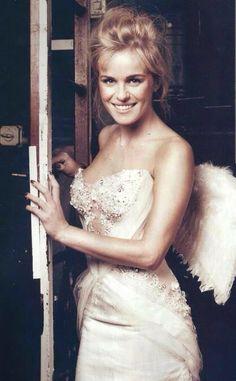 Josje Huisman van K3 als engel Beautiful People, Wedding Dresses, Celebrities, Karen, Inspiration, Fashion, Angels, Pretty People, Bride Gowns