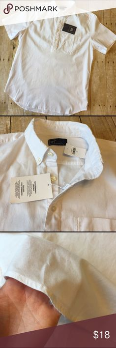 "NWT GAP Performance Oxford Shirt Short Sleeve S New with tags cotton/polyester blend breathable performance oxford shirt. Great for spring and summer. 1 front pocket with collar. Smoke free home storage. 21.25"" armpit to armpit seam. 27"" ling from top of shoulder. GAP Shirts Casual Button Down Shirts"