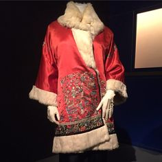 A c.1925 coat worthy of the red carpet - can you see this at a glamorous movie premiere at Grauman's Chinese Theater? One more week to catch the extraordinary pieces in Exotica: Fashion & Film Costume of the 1920s! Silk satin and rabbit fur coat, gift of Prentiss Durst.