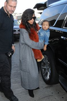 Kim Kardashian-West, daughter North and the much needed bodyguard in Paris 2014 Kim Kardashian Sexy, Estilo Kardashian, Kardashian Jenner, Kardashian Fashion, Kardashian Family, Kim K Style, Her Style, Celebrity Dresses, Celebrity Style