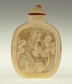 Chinese art 19th Century Chinese Carved Hornbill Snuff Bottle