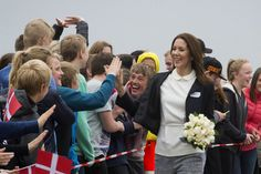 There were plenty of high fives for Crown Princess Mary when she arrived at Ruds Vedby School earlier today.