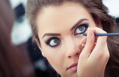 8 Eyeliner Tricks for Lazy and Clumsy Women | http://fromwomenforwomen.org/8-eyeliner-tricks-for-lazy-and-clumsy-women/