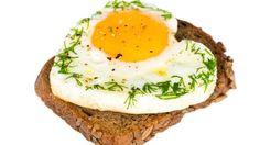 Una colazione ricca di proteine aiuta a combattere il sovrappeso. Scopri i suoi benefici!
