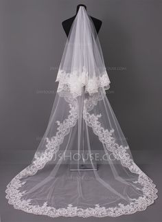 [£38.00] One-tier Lace Applique Edge Cathedral Bridal Veils With Applique