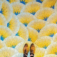 Tiling,blue and yellow, mosaique - total colour and pattern crush! Floor Patterns, Mosaic Patterns, Textures Patterns, Floor Design, Tile Design, Pattern Design, Mosaic Art, Mosaic Tiles, Cement Tiles
