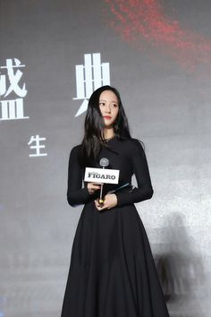 """""""KRYSTAL showed her global presence with her explosive local popularity by attending the famous Chinese fashion awards 'MADAME FIGARO FASHION GALA' and winning the 'Asia Style Award'! South Korean Girls, Korean Girl Groups, Congratulations Baby, Krystal Jung, Just She, Slim Body, American Singers, Chinese Style, Perfect Body"""