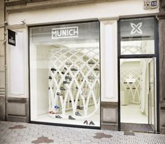 MUNICH, the fashion and sports footwear firm, opened its second boutique in Valencia. Designed by Dear design, the store focuses on exhibiting the. Retail Facade, Retail Windows, Shop Windows, Nike Outfits, Showroom, Shoe Store Design, Retail Interior Design, Window Display Design, Shoe Display